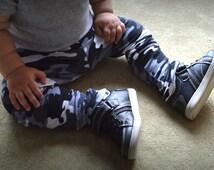 Camo Baby Leggings | Grey Camo Baby Leggings | Black and White Camouflage Pant | Camo Legging and Bandana Bib Set | Gender Neutral Legging