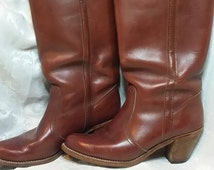Ladies brown boots size 8. Reddish brown size 8. Tall ladies brown boots. Tall boots. Size 8 boots. Cowboy boots.