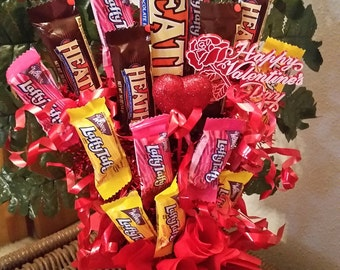 Chocolate toffee bars and taffy Valentine Candy Cup