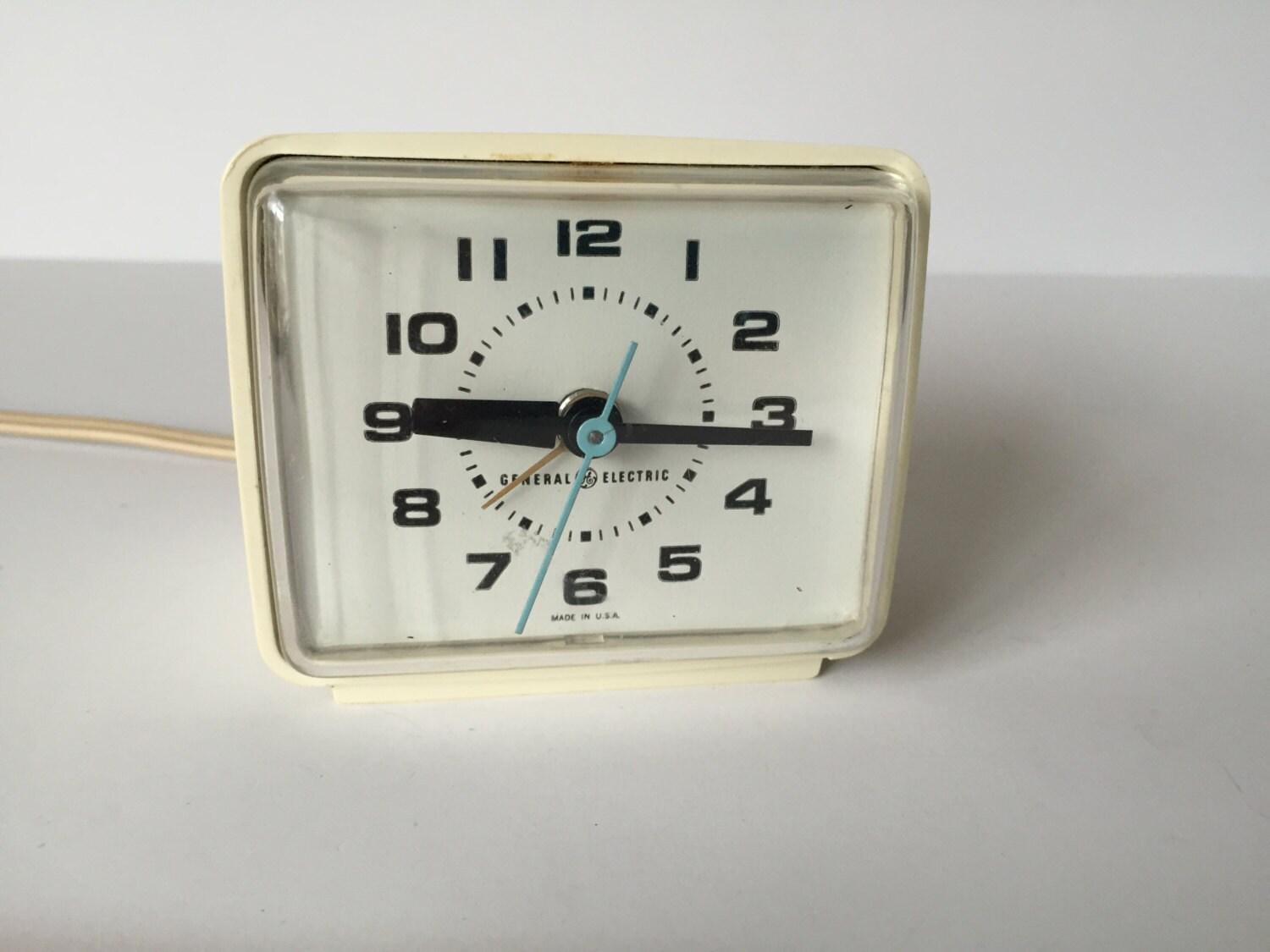 Vintage Electric Clocks 104