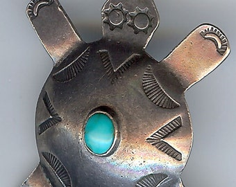 Vintage NAVAJO Indian Sterling Silver TURQUOISE Delightful TURTLE Pendant