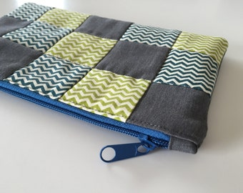 Zipper pouch with patchwork quilted front - chevron print