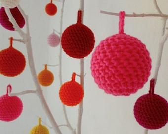 Hand-crocheted Christmas tree decoration in soft wool (diameter 12 cm)