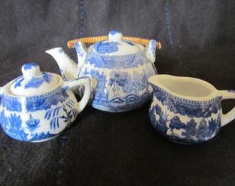 Miniature Child's Willow Pattern Teaset with Straw Handled Teapot. Cute Childs Tea Set Or Collectors Of Blue And White China.