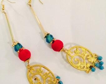 Gold tone glass beads earring.