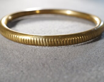 vintage brass bangle bracelet with parallel designs    M10