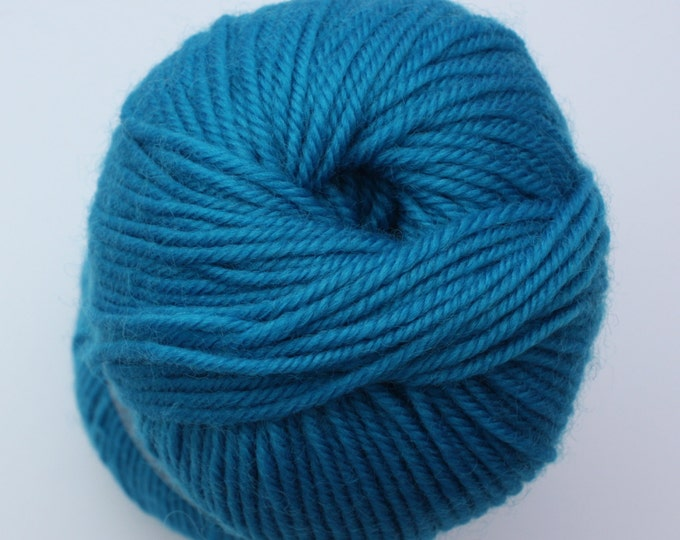 SALE*** Staples 8ply / DK - 4525 Carribean 100gm - 100% Merino - 177m/100gm