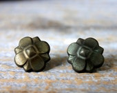 vintage upholstery tacks // tarnished brass color decorative floral // push pins // 10 pcs 20 mm