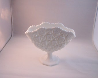 Vintage Westmorland Vase Milk Glass Ex Condition With Tag