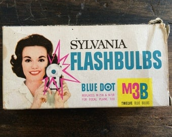 Vintage Sylvania Blue Dot M3B Flashbulbs / Box of 12 Bulbs / Camera Flash