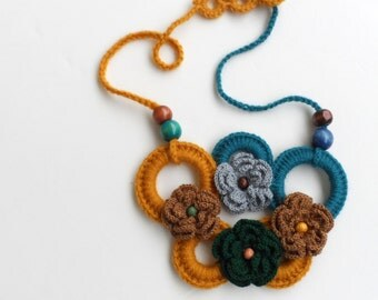 Flower crocheted necklace,bohemian necklace, crocheted necklace with wooden beads, circle necklace, rose crochet necklace, crochet accessory