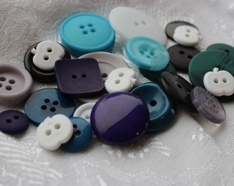 Button Assortment - Winter - 30g - Mix for Card Making, Scrap-booking, Crafting, Decorations