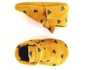 baby moccasins / gold suede with black triangles