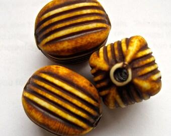 3 Vintage Acrylic Beads