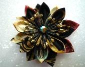 Broche et pince à cheveux avec fleur en tissu japonais multicolore noir et or -esprit kanzashi-