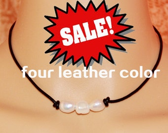 Leather pearl necklace,leather pearl choker,baroque pearl necklace,knotted leather pearl necklace,leather jewelry,pearl leather necklace