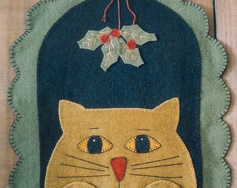 Primitive Wool Penny Rug e-Pattern Cat Sitting Under the Mistletoe Waiting for a Kiss