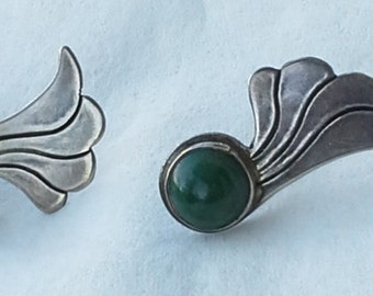 Vintage from Mexico Sterling, green onyx cabochon screw back earrings.