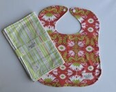 "Bib & Burp Cloth Set in ""Groovy Lotus"" : 100% organic cotton"