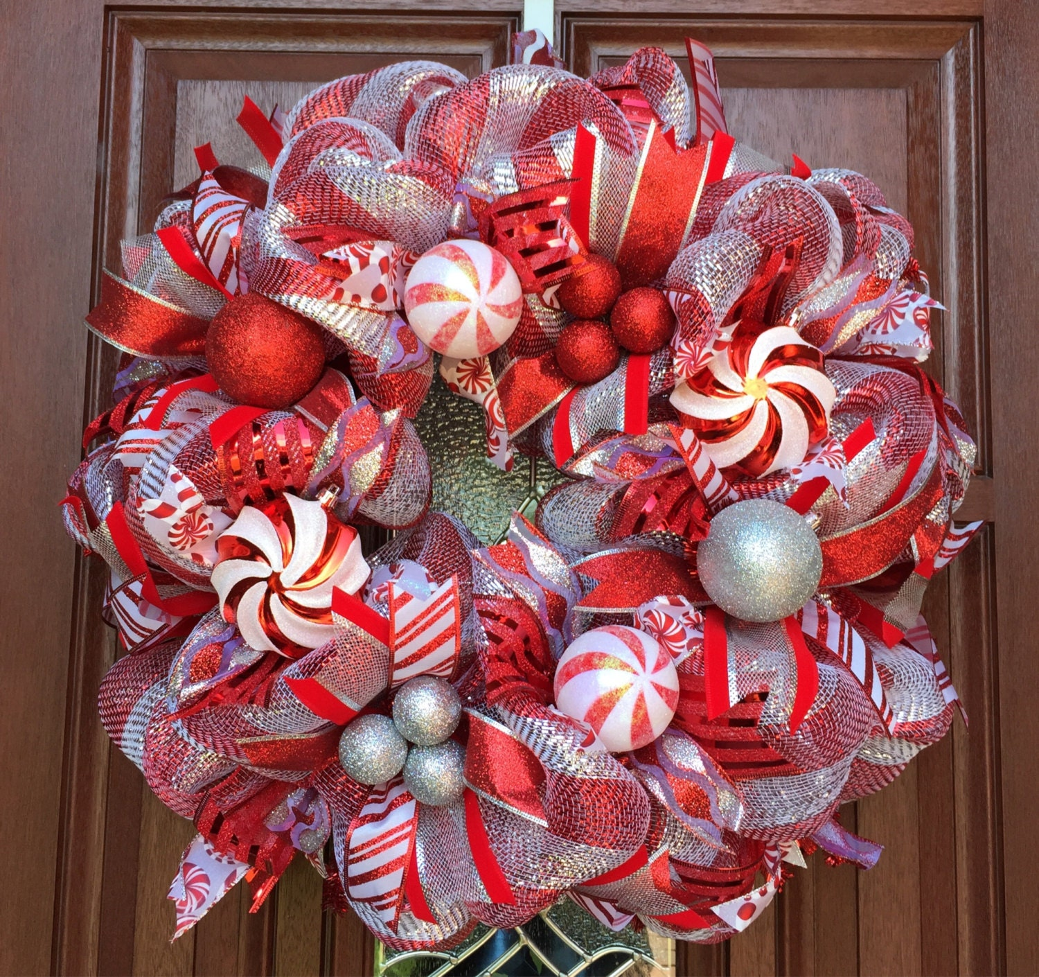 Christmas wreath red silver deco mesh candy cane for Deco christmas decorations