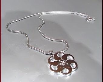 Vintage Sterling Silver Floral Design Necklace and Pendant