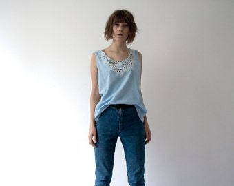 vintage light blue large size tank top with white floral lace at front
