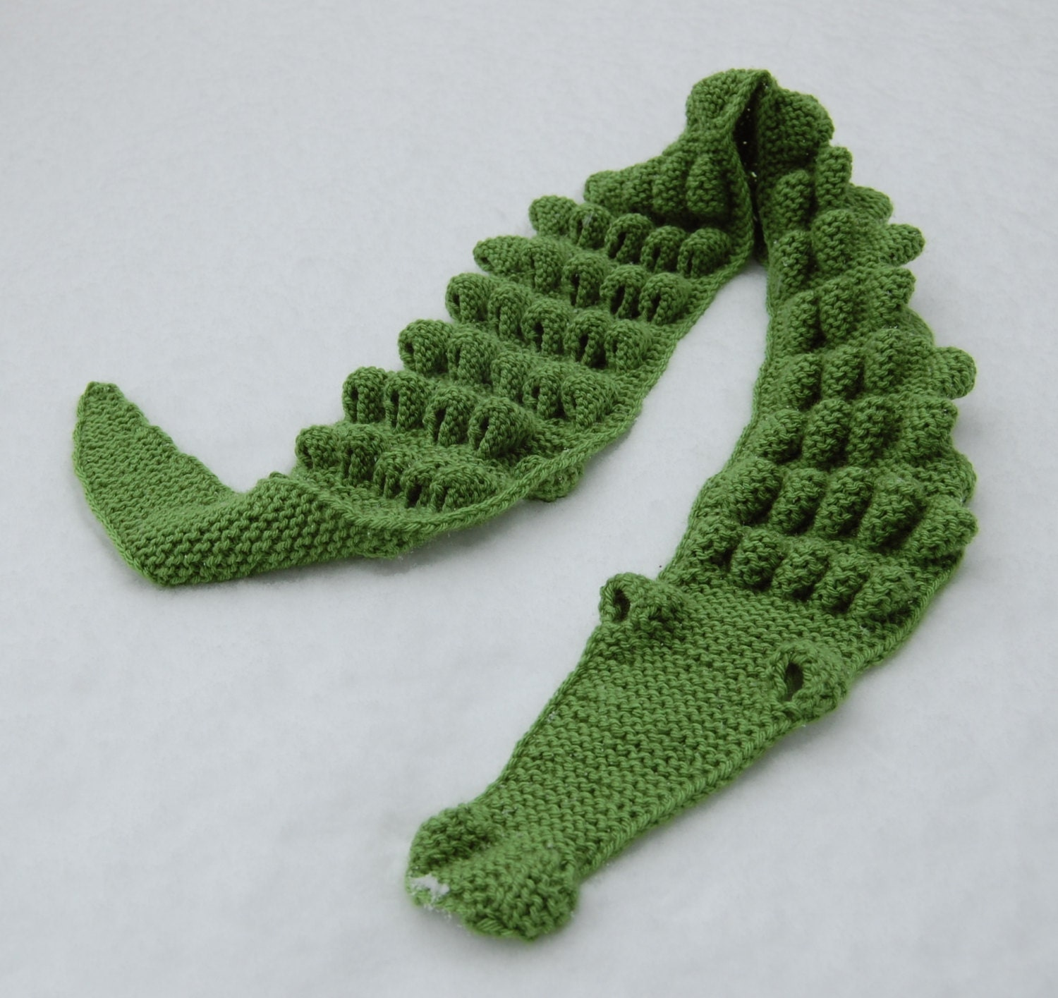 Free Knitting Pattern For Alligator Scarf : Hand Knitted Crocodile Scarf