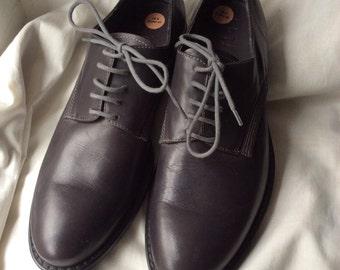 UK 8 Eu 42 US 9 dark grey leather lace up shoe, deadstock item.