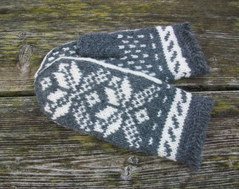 Hand knitted.Mittens.