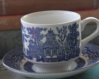 "Vintage 1960's Staffordshire Broadhurst /Churchill  ""Willow pattern teacup and saucer"