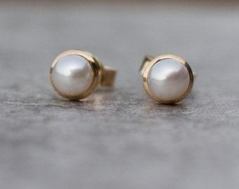 Pearl stud earrings in 14k gold, pearl studs, freshwater pearls, bridal jewelry, handmade