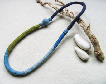Ocean blue and seaweed green felt necklace, eco-friendly wool jewelry, unique gifts for women, necklace jewelry wool, mothers rope necklace