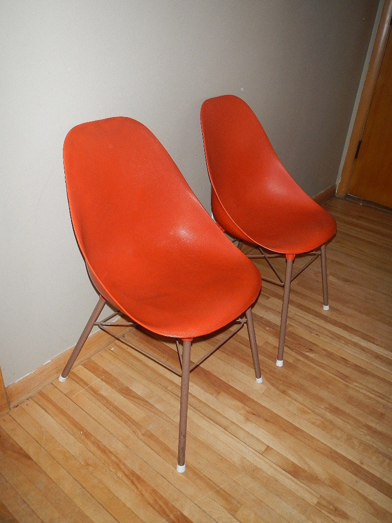 Mid century modern chair - Set Of Two Orange Vintage Molded Plastic Desk Shell Chair