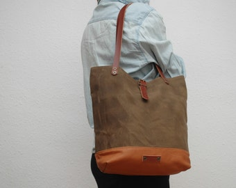 Tote bag waxed canvas, brown tobacco color, leather base with  handles and closures in leather
