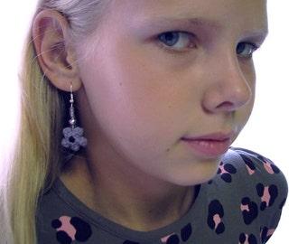 crochet earrings, flower earrings, crochet flower earrings, crochet jewellery, crochet earrings, grey crochet flower, grey flower earrings