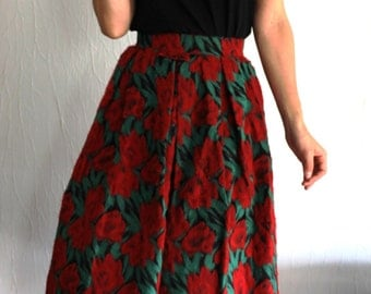 Beautiful skirt wool with red flowers of the 1950s