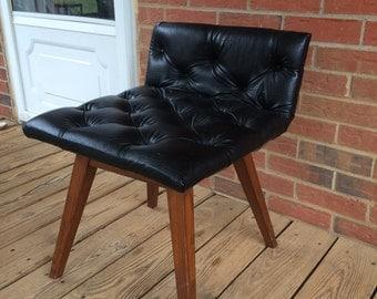 Vintage mid century black vinyl vanity chair boudoir stool for Boudoir stoel