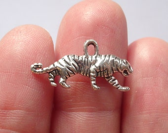 10 Tiger Charms Antique Silver - SC5190