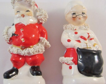 Vintage-Salt & Pepper Christmas set Napco Japan circa 1950's AX920S - AX920P -spaghetti trim.Very good condition a must for every collector.