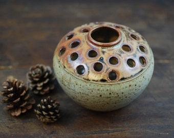 Vase stitch / pique flowers Vintage stoneware