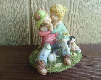 "The Sweetest Figurine , ""Come On, You're  Squooshin' me"" Laura's Attic."