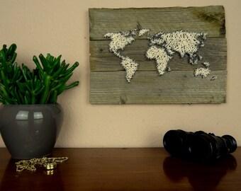 Weltkarte deko aus holz und wolle blau und wei von for Weltkarte deko