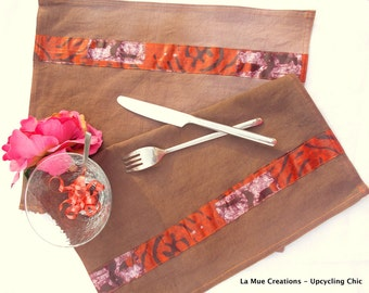 Pair of place mats in an old French bedsheet, dyed house in chocolate color, raised by a band of African tissue.