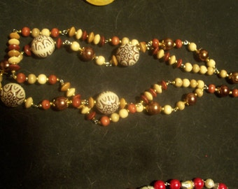 Here Pretty Wood Necklace for that Country look