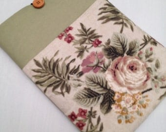 "macbook air 13"" padded sleeve / macbook air 13"" case ./   Made in Maine / antique floral"