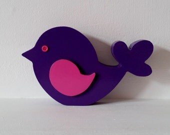 Freestanding bird with 3d wing