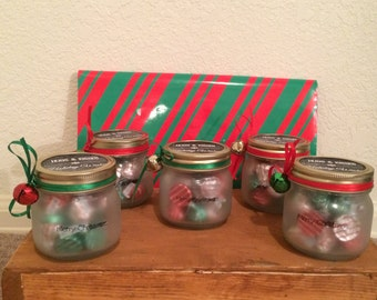 Frosted 1/2 pint mason jar for Christmas gifts!!! Filled with kisses!