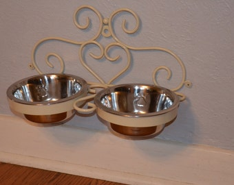 custom handcrafted iron dog cat bowl holder with bowls wall mounted dog cat feeders hanging. Black Bedroom Furniture Sets. Home Design Ideas