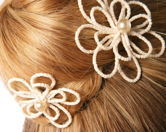 Camélia bridal hair pins made with faceted glass seed beads and wax pearls