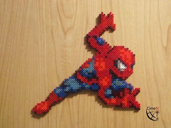 spiderman et venom pixel art perles hama. Black Bedroom Furniture Sets. Home Design Ideas